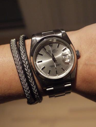 """Har inte haft en klocka på jättelänge, men Peter kom hem från Kina med en """"Lolex"""" till mig. Så fin! Lolex 200 kr vs. Rolex 30.000 kr. Det kallar jag fynd a la Hannah!"""