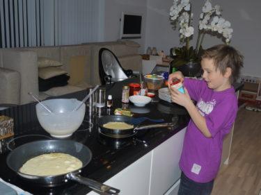 När han upptäckte tillbehören, strössel och riven vit choklad så lämnade han genast sin tjänst som kock.