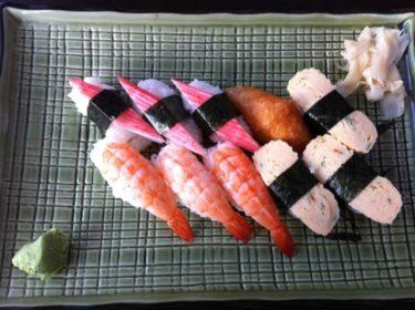 """Det blev en god sushi till lunch. Är så trött på flottig snabbmat och då känns det fräscht med sushi, eller """"surrschi"""" som Magnus skulle sagt (internt Ullared-skämt :-) )!"""
