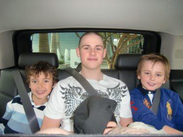 Pojkarna blev extra glada när Tim och de andra barnen kom till Miami.