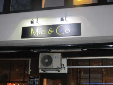 På vägen for jag förbi den här restaurnagen. William är så glad för att en frisörsalong i stan heter hans namn. Mio nöjer sig inte med möbeljätten som har samma namn, så den här skylten gjorde honom så glad.