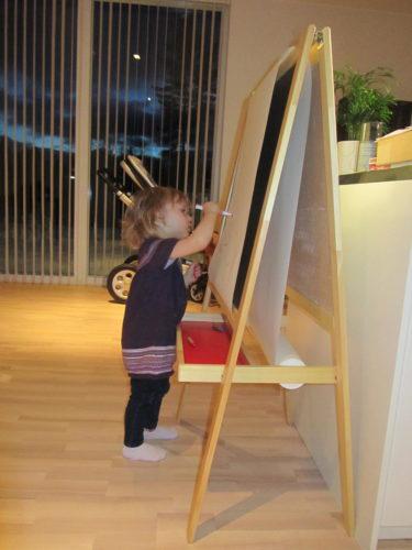 """Igår for jag och Peter till IKEA. Köpte nödvändiga saker till kontoret, onödiga saker till hemmet och ett """"ritstafli"""" till Liv."""