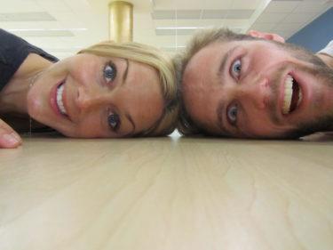 Vi är inte helt hundra i boet tror jag, men kul har vi tillsammans. Här ligger vi golvade efter vår dans.