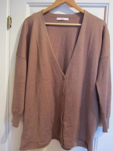 Köpte även tröjor och denna kamelfärgade oversize-kofta från SPRITS egna märke FEMME.