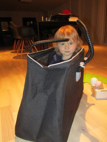 Ett av min aonödiga köp. IKEAS egna Weekwndbag. Liv gillade att gömma sig i den, så den kommer nog till användning.