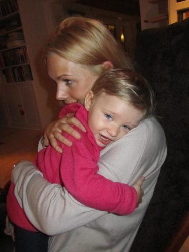 Men då och då fick även jag en kram. Finns inget som värmer mig så mycket som när barnen kryper upp i knät och vill kramas. Får ta vara på det för de växer upp så fort. Blir nog svårt att få en mustaschprydd William att sitta i mitt knä och kramas :-)