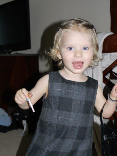 Kunde inte sluta fota henne. Tycker hon var så söt när hon posade och gick runt med sin lilla väska.