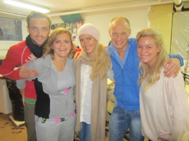 Tina Thörner och Tobias Karlsson var också där och provade sina vackra kläder.