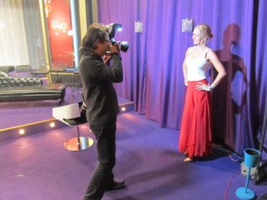 Svettig efter att ha stuffat runt träffade vi pressen för intervjuer och fotografering.