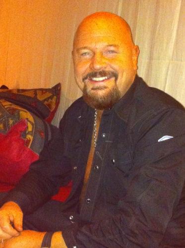 Passade på att sjunga för Anders för han fyller år idag. Den stiliga Baggen fyller 43 år. Hurra! Hurra! Hurra!