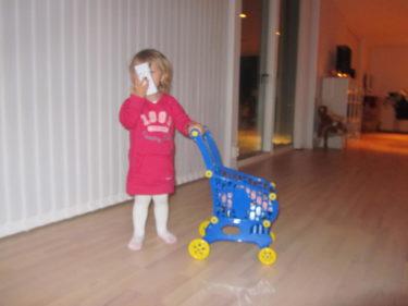 Livan är en sann shoppare. Hon kommer nog gilla att förlja med mig på mina favorit-utflykter ner till Ullared när hon blir större.