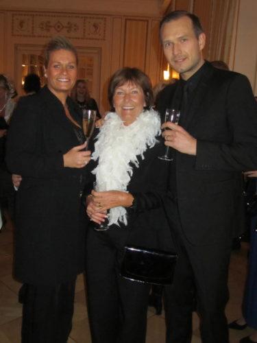 Min andra familj. Älskade Pernilla 45 år. Grattis! Underbaraste svärmor Marianne och min man, som är min dröm och livs kärlek.