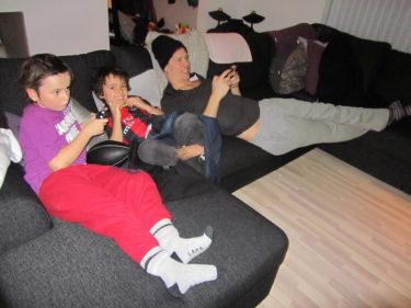 Mathias och Max kom på besök. Pojkarna och Mathias tog några matcher i FIFA innan det var dags för middag och Schlager.