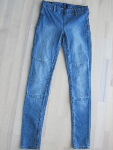 Dessa strechjeans måste jag rekommendera till dig om du gillar tightare byxor. de var så sköna och snygga. Gillar tvätten poch sömmarna vid knäna. 199 kr.