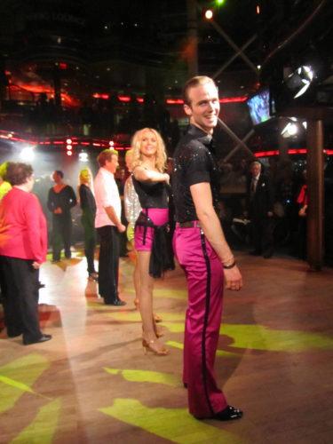 Efter att vi dansat två danser var så var det dags för publiken att prova svänga sina lurviga.