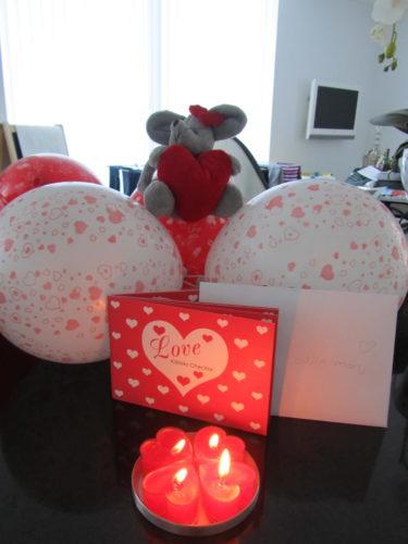 Peter fick en liten kärleksförklaring i form av ballonger...