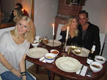 det finns inget trevligare än att bara sitta hemma och äta en god middag med ännu godare vänner och prata i timmar.