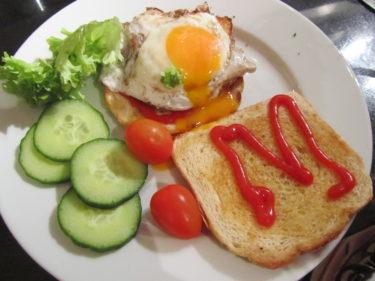 .. och M stod skrivet i ketchup. Livis fick en mini-burgare med ett L också så klart.
