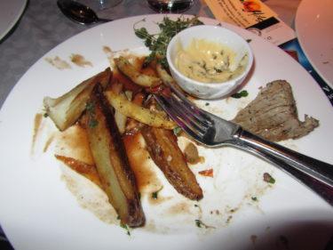 Vi bjöds på trerätters middag. Den var dock betydligt godare än vad vad mina rester visar.