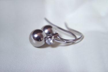 ... och ett par eleganta örhängen är Andra Priset!