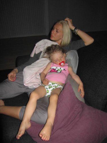 Igårkväll somnade Liv med mig i soffan. Vi satt och tittade på Talang och helt plötsligt blev hennes huvud tyngre och tyngre mot mig.