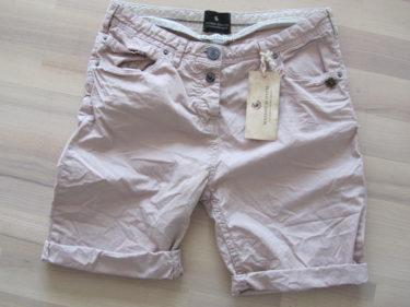 Kunde inte låta bli att köpa dessa snygga shorts. Hittade de på CRI CRI här i Sigtuna. Gillar inte att ha korta shorts. Tycker att den här längden passar bättre på någon över 30 år.