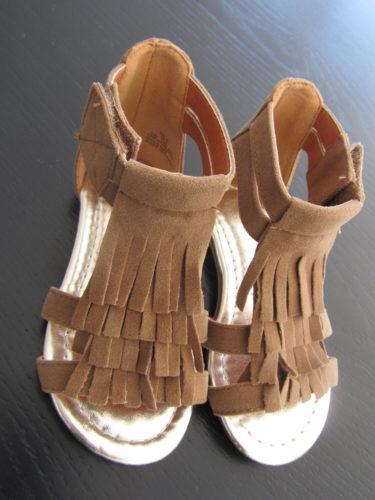 Liv fick dessa indian-inspirerade sandaler med fransar från H&M. Ljuvligt söta.