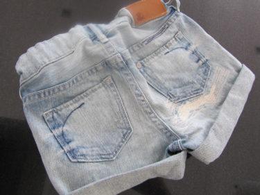 Idag fick Liv ha sina nya jeansshorts från H&M.
