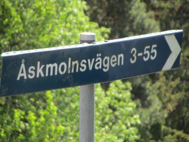 Var tvungen att åka förbi min gamla gata när jag ändå var i rakterna. Lustigt att jag varit i Storvreta två gånger på en vecka när jag inte varit där på över tjugo år. Här på Åskmolnsvägen bodde jag.