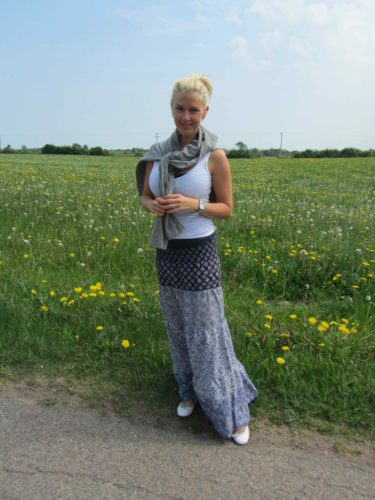 Älskar modet med långa kjolar och klänningar. Maxi-kjol. Den här hittade jag på H&M.