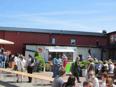 efter räddningsaktionen for jag och Livan till Boarp och shoppade på Lågprisladan. De hade en Potatisfest där då de bjöd på sång, sill och potatis (så klart)...