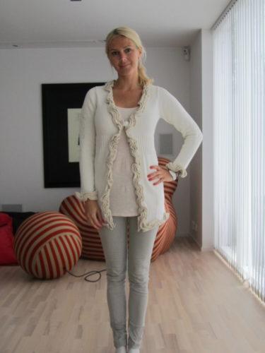 jag fick en jättefin stickad tröja av de fina tjejerna på butiken. Tack Pia och Åsa.