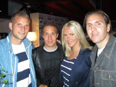 Träffade tre spelare från AIK. Till mina pojkarns stora förtjusning, då de är AIK fans, kom jag hem med kort på dem och deras autografer.