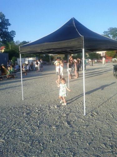 Liv hittade ett eget tält där hon dansade och showade i.