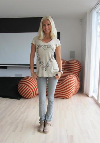 Hittade skorna på MÄRKESBUTIKEN i Båstad när jag var nere sist. Har gått och tänkt på dem varje dag och ångart mig att jag inte köpte dem. Ringde till butiken och de fanns kvar i min storlek :-) Nu när Marianne var uppe förra veckan så tog hon med dem.