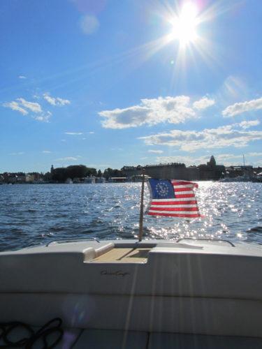 En tur ut på sjön i Kevins fina båt. Solen sken och vinden blåste i håret.