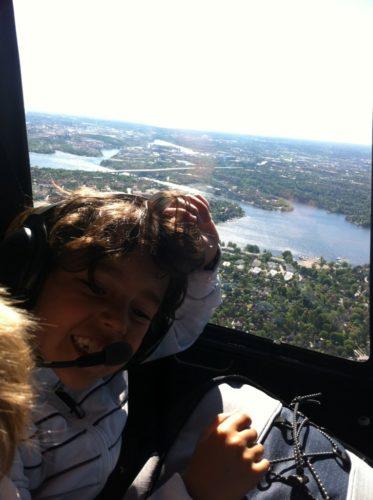 """När jag fick den här bilden skickade jag tillbaka """"får du ha på mobilen i helikoptern? Tänk om den stör utrustningen!"""". Men det var tydligen inga problem :-) Puh."""