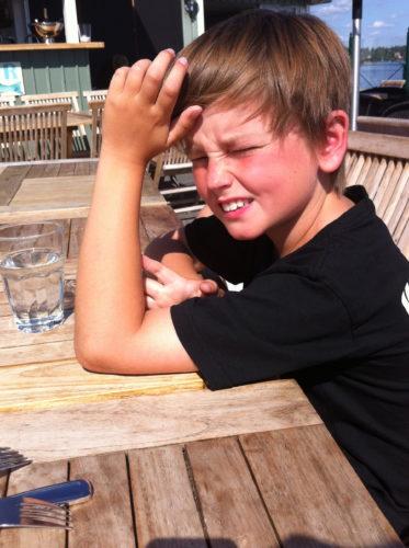 William höll på att få solsting :-) Han trivs bäst i skuggan.