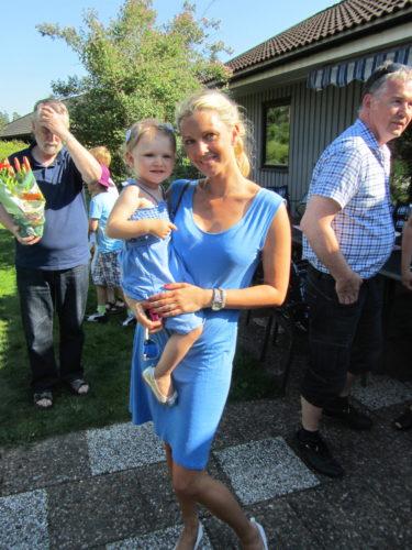 Jag och Liv gick på fest i matchande blåa klänningar och ballerinaskor. Hennes från Noah Noah och min är en Filippa K.