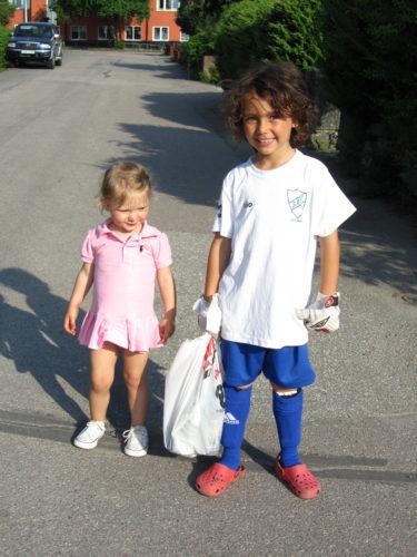 jag och Liv gick och mötte Mio efter hans fotbollsträning så han också hann vara med en stund på Williams klassdag.