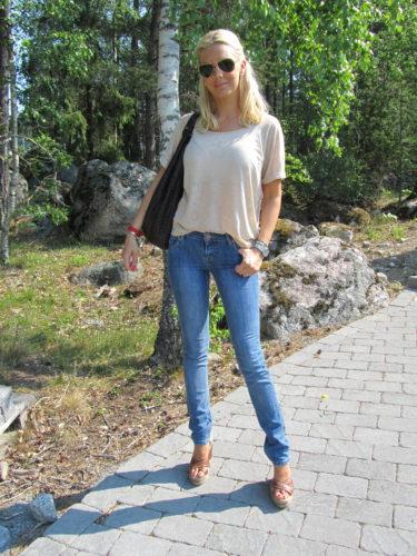 Jeans var inte det bästa valet idag. trodde inte att det skulle bli så varmt, men jeans i 30 graders värme var ingen hit bara svett.