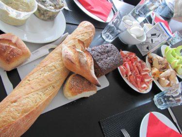 Älskar bröd, helst vitt, med massor av bredgott på. Farligt gott!