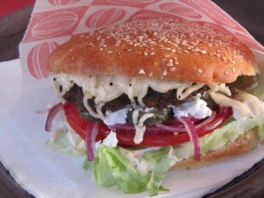 T.o.m. brödet är specialbakat av ett bageri för att passa perfekt till köttet. Ett tips om du är här, besök Båstad-Biffen! Hälsa Pernilla att hon är en prutt (menat med kärlek :-) )