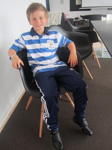 En väldoftande födelsedags William i sina nya kläder och skor. Idag får han träningsbyxedispens :-) .
