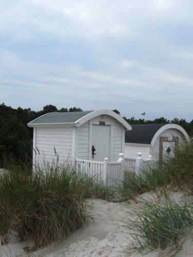 Många avde bosatta i Ljunghusen har egna badhytter på stranden. Så söta.