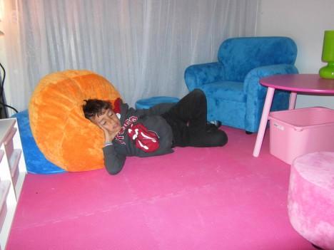Ingen dag utan lite jobb. Stannade till på kontoret och betade av lite jobbgrejer. Liv sov i sin vagn och Mio vilade i en puff.