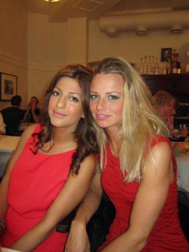 Vackra ladies i rött.