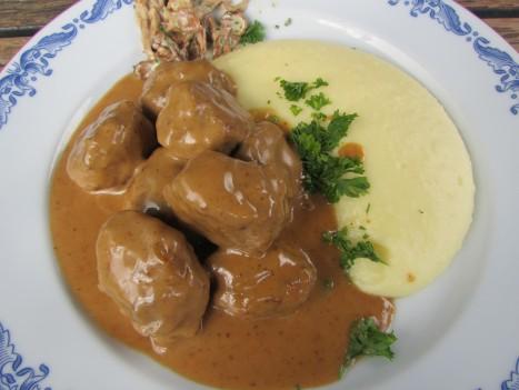 Jag och Livan åt deras klassika köttbullar med potatispuré.