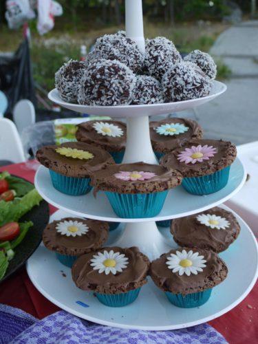 Likaså Tones muffins och chokladbollar.