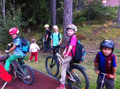 Det dröjer nog inte många år innan de här cykelgänget är Sigtunas moppegäng.